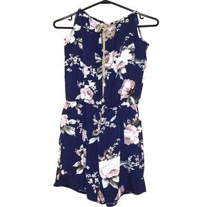 4 for $25 🌎 Navy Blue Floral Romper Size Small